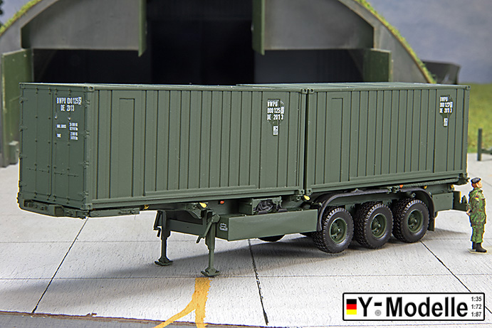 Sattelauflieger mit 2x20FT-Container, DOLL